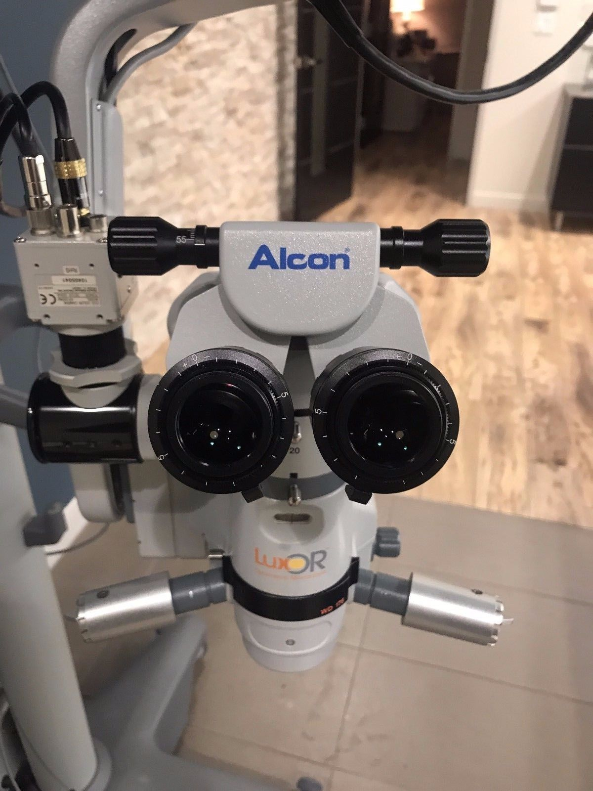 2014 Alcon Luxor Surgical Ophtahlmic Microscope